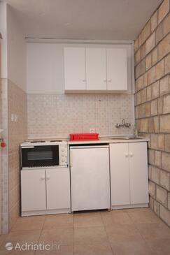 Plat, Kitchen in the studio-apartment, dostupna klima i WIFI.
