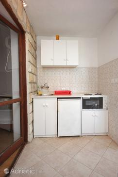 Plat, Kitchen in the studio-apartment, WIFI.