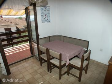 Sali, Dining room in the apartment, dopusteni kucni ljubimci.