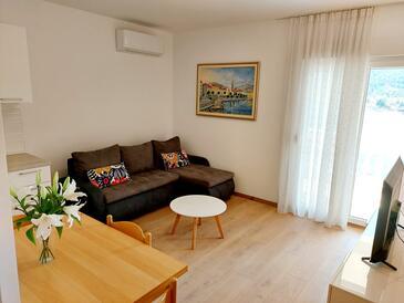 Marina, Wohnzimmer in folgender Unterkunftsart apartment, Klimaanlage vorhanden und WiFi.