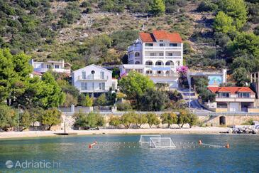 Marina, Trogir, Propiedad 9037 - Apartamentos near sea with pebble beach.