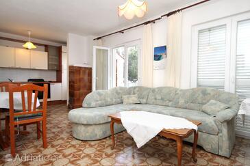 Verunić, Living room in the apartment, dostupna klima i dopusteni kucni ljubimci.