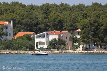 Verunić, Dugi otok, Property 904 - Apartments by the sea.