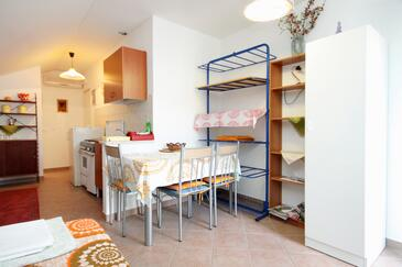 Zaton Veliki, Jídelna v ubytování typu studio-apartment, domácí mazlíčci povoleni a WiFi.