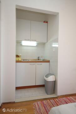 Srebreno, Kitchen in the studio-apartment, WIFI.