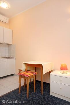 Zaton Mali, Dining room in the studio-apartment, WIFI.