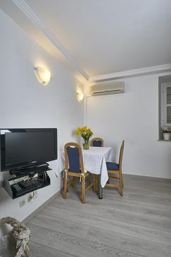 Dubrovnik, Dining room in the studio-apartment, dostupna klima i WIFI.