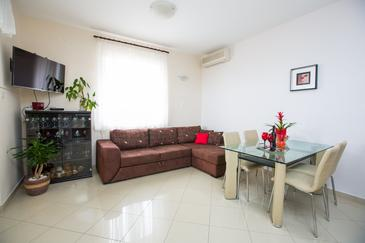 Brsečine, Living room in the apartment, air condition available, (pet friendly) and WiFi.