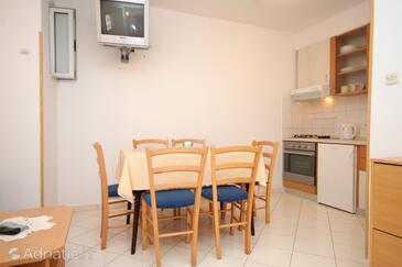 Molunat, Dining room in the apartment, dostupna klima i WIFI.