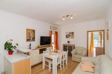 Dubrovnik, Dining room in the apartment, dostupna klima i WIFI.