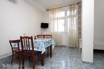 Makarska, Dining room in the apartment, dostupna klima i WIFI.
