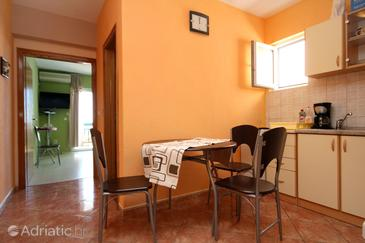 Makarska, Dining room in the apartment, (pet friendly) and WiFi.