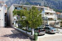 Apartments with a parking space Makarska - 9129