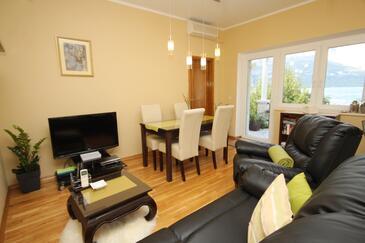 Korčula, Obývacia izba v ubytovacej jednotke apartment, klimatizácia k dispozícii a WiFi.