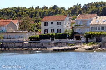 Lumbarda, Korčula, Property 9135 - Apartments near sea with rocky beach.