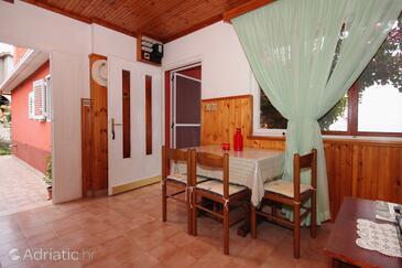 Prigradica, Jídelna v ubytování typu apartment, WiFi.