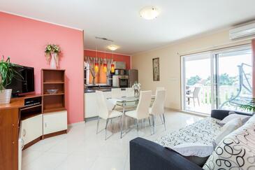 Brna, Obývací pokoj 1 v ubytování typu apartment, s klimatizací a WiFi.
