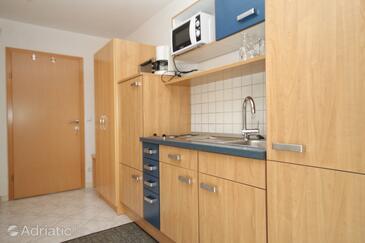 Zavalatica, Kitchen in the studio-apartment, WIFI.