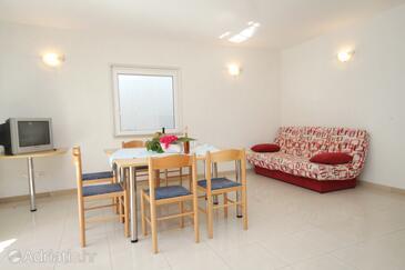 Zavalatica, Dining room in the apartment, dopusteni kucni ljubimci.