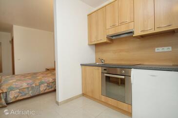 Zavalatica, Kitchen in the studio-apartment, dopusteni kucni ljubimci.
