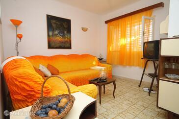 Prižba, Obývací pokoj v ubytování typu apartment, domácí mazlíčci povoleni a WiFi.
