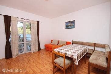 Brna, Dining room in the apartment, air condition available and WiFi.