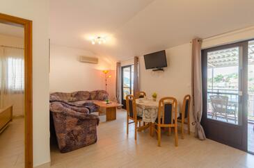 Brna, Гостиная в размещении типа apartment, доступный кондиционер и WiFi.