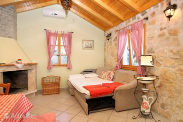 Račišće, Living room in the house, dostupna klima i WIFI.