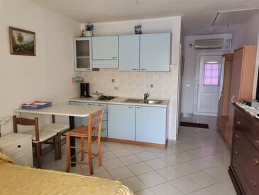 Mikulina Luka, Salle à manger dans l'hébergement en type studio-apartment, WiFi.