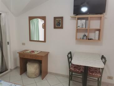 Mikulina Luka, Dining room in the studio-apartment.