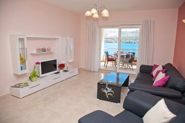 Pag, Obývací pokoj v ubytování typu apartment, s klimatizací a WiFi.