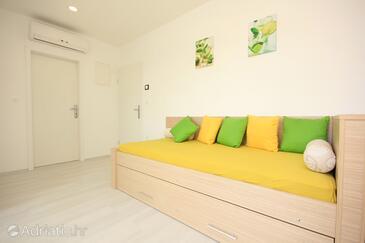 Grebaštica, Living room in the apartment, dostupna klima i WIFI.