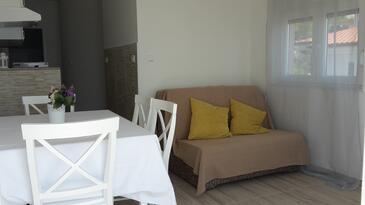 Rastići, Living room in the apartment, dostupna klima i WIFI.