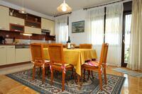 Apartmány s parkovištěm Trogir - 9209