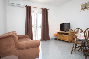 Kaštel Štafilić, Obývacia izba v ubytovacej jednotke apartment, dostupna klima i WIFI.