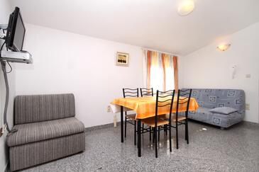 Kaštel Štafilić, Jedáleň v ubytovacej jednotke apartment, WIFI.