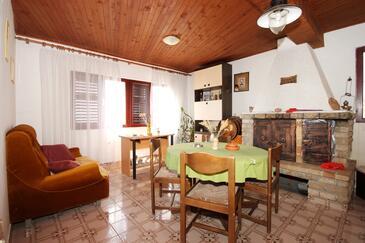 Gršćica, Jedáleň v ubytovacej jednotke apartment, domáci miláčikovia povolení.