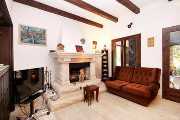 Žrnovska Banja, Obývací pokoj v ubytování typu house.