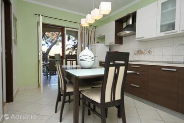 Zavalatica, Dining room in the apartment, dopusteni kucni ljubimci i WIFI.