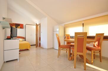 Vela Luka, Jídelna v ubytování typu studio-apartment, s klimatizací a WiFi.