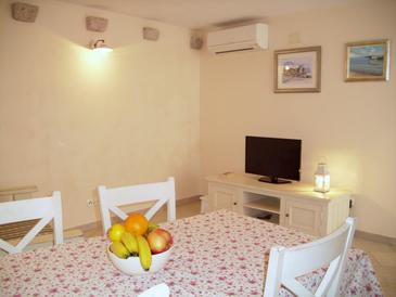 Komiža, Living room in the apartment, air condition available and WiFi.
