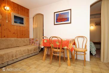 Korčula, Dining room in the studio-apartment, (pet friendly) and WiFi.