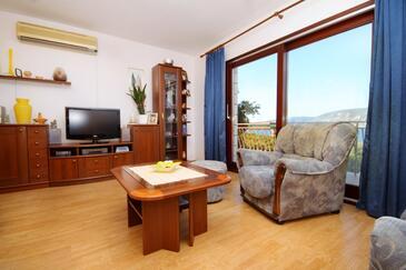 Kneža, Obývací pokoj v ubytování typu apartment, s klimatizací a WiFi.