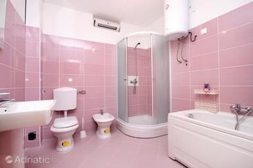 Bathroom 2   - K-9282