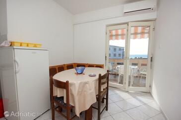 Novalja, Dining room in the apartment, dostupna klima, dopusteni kucni ljubimci i WIFI.