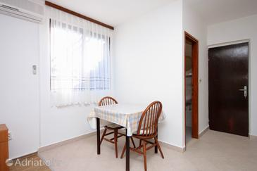 Prigradica, Dining room in the studio-apartment, WIFI.