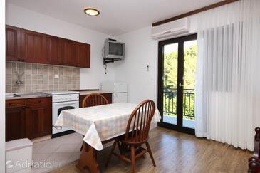 Prigradica, Dining room in the studio-apartment, dostupna klima i WIFI.