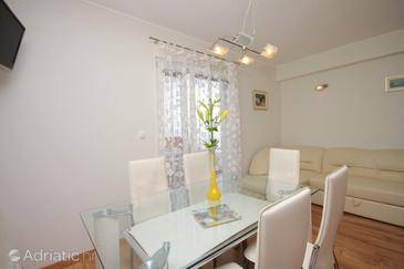 Prigradica, Dining room in the apartment, WIFI.