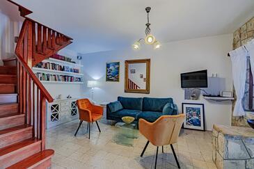Smokvica, Obývací pokoj v ubytování typu house, domácí mazlíčci povoleni a WiFi.