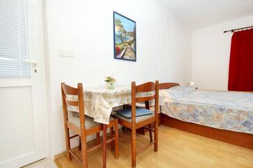 Lumbarda, Jedáleň v ubytovacej jednotke studio-apartment, dopusteni kucni ljubimci i WIFI.
